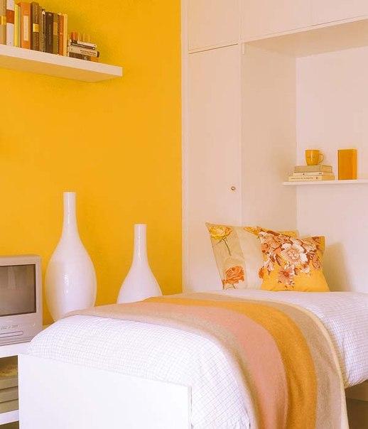 Yellow bedroom accessories